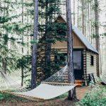 8 inšpirácií na drevené chatky uprostred divočiny